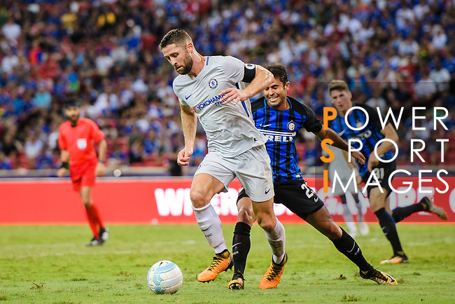 FC Internazionale Forward Eder Citadin Martins (R) fights for the ball with Chelsea Defender Gary Cahill (L) during the International Champions Cup 2017 match between FC Internazionale and Chelsea FC on July 29, 2017 in Singapore. Photo by Marcio Rodrigo Machado / Power Sport Images