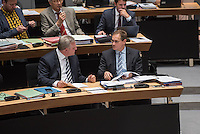 """Plenarsitzung des Berliner Abgeordnetenhaus der laufenden Legislaturperiode am Donnerstag den 26. Mai 2016.<br /> Im Bild vlnr.: Frank Henkel, 2. Buergermeister und Senator fuer Inneres und Sport (CDU); Michael Mueller, Regierender Buergermeister (SPD) unterhalten sich waehrend der Aktuellen Stunde zum Thema """"Masterplan Integration"""".<br /> 26.5.2016, Berlin<br /> Copyright: Christian-Ditsch.de<br /> [Inhaltsveraendernde Manipulation des Fotos nur nach ausdruecklicher Genehmigung des Fotografen. Vereinbarungen ueber Abtretung von Persoenlichkeitsrechten/Model Release der abgebildeten Person/Personen liegen nicht vor. NO MODEL RELEASE! Nur fuer Redaktionelle Zwecke. Don't publish without copyright Christian-Ditsch.de, Veroeffentlichung nur mit Fotografennennung, sowie gegen Honorar, MwSt. und Beleg. Konto: I N G - D i B a, IBAN DE58500105175400192269, BIC INGDDEFFXXX, Kontakt: post@christian-ditsch.de<br /> Bei der Bearbeitung der Dateiinformationen darf die Urheberkennzeichnung in den EXIF- und  IPTC-Daten nicht entfernt werden, diese sind in digitalen Medien nach §95c UrhG rechtlich geschuetzt. Der Urhebervermerk wird gemaess §13 UrhG verlangt.]"""