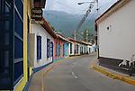 Calle con casas de tipo colonial en Choroni,  Edo. Aragua, Venezuela