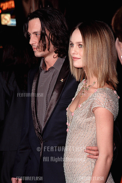 "17NOV99:  Actor JOHNNY DEPP & girlfriend French actress/singer VANESSA PARADIS at the world premiere, in Hollywood, of his new movie ""Sleepy Hollow."".© Paul Smith / Featureflash"