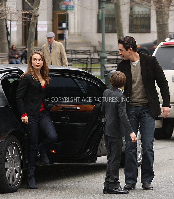 "WWW.ACEPIXS.COM . . . . .  ....December 18 2008, New York City....Actors (L-R) Natalie Portman, Charlie Tahan and Scott Cohen on the set of the movie "" 17 Photos of Isabel"" in lower Manhattan on December 18 2008 in New York City....Please byline: AJ Sokalner - ACEPIXS.COM..... *** ***..Ace Pictures, Inc:  ..tel: (212) 243 8787..e-mail: info@acepixs.com..web: http://www.acepixs.com"