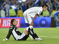 BOGOTÁ -COLOMBIA, 03-05-2014. Diego Alejandro Novoa (Izq) arquero y Jerson Malagon (Der) jugadores de Equidad se lamentan al terminar el encuentro de vuelta entre Millonarios y La Equidad por los cuartos de final de la Liga Postobón I 2014 jugado en el estadio Nemesio Camacho El Campín de la ciudad de Bogotá./ Diego Alejandro Novoa (L) goalkeeper and Jerson Malagon (R) players of Equidad lament after the second leg match between Millonarios and La Equidad for quarter finals of the Postobon League I 2014 played at Nemesio Camacho El Campin stadium in Bogotá city. Photo: VizzorImage/ Gabriel Aponte / Staff