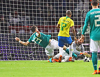 Chance für Mario Gomez (Deutschland Germany) gegen Torwart Alisson (Brasilien Brasilia) - 27.03.2018: Deutschland vs. Brasilien, Olympiastadion Berlin
