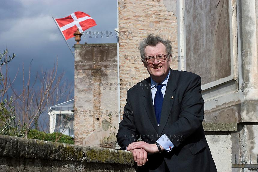 Fra' Matthew Festing viene eletto Gran Maestro del Sovrano Ordine di Malta. Il Sovrano Ordine di Malta è uno dei pochi Ordini nati nel Medio Evo ed ancora oggi attivi, con  una propria costituzione e un proprio passaporto.