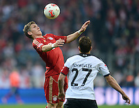 FUSSBALL   1. BUNDESLIGA  SAISON 2012/2013   11. Spieltag FC Bayern Muenchen - Eintracht Frankfurt    10.11.2012 Bastian Schweinsteiger (li, FC Bayern Muenchen) gegen Pirmin Schwegler (Eintracht Frankfurt)