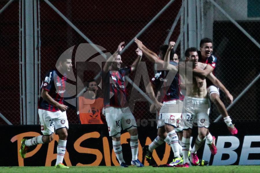 BUENOS AIRES, 09.04.2014 -  Piatti do San Lorenzo comemora seu segundo gol, terceiro do time argentino, durante o jogo contra Botafogo nesta quarta-feira pelo gurpo 2 da Libertadores. (Foto: Néstor J. Beremblum / Brazil Photo Press)