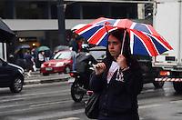 ATENÇÃO EDITOR: FOTO EMBARGADA PARA VEÍCULOS INTERNACIONAIS. SAO PAULO, 21 DE SETEMBRO DE 2012 - CHUVA SP - Chuva moderada atinge a capital, na Avenida Paulista, regiao central da capital no inicio da tarde desta quinta feira. FOTO: ALEXANDRE MOREIRA - BRAZIL PHOTO PRESS
