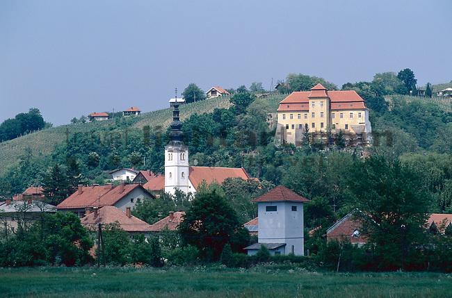 Lendava, Prekmurje, Slovenia, Slowenien, Slovenija. Lendava (früher Donja Lendava; ungar. Lendva, früher Alsólendva; dt. auch Lindau, früher Unter-Limbach) ist die östlichste Gemeinde Sloweniens, in der Region Prekmurje (dt. Übermurgebiet). Die Gemeinde grenzt im Osten an Ungarn und im Süden an Kroatien. Sie gehört großteils zum slowenisch-ungarisch ethnisch gemischten Gebiet Sloweniens.