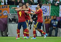 FUSSBALL  EUROPAMEISTERSCHAFT 2012   VORRUNDE Spanien - Irland                     14.06.2012 Torjubel nach dem 2:0: Fernando Torres, David Silva, Alvaro Arbeloa  und Xabi Alonso (v.l., alle Spanien)