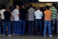 ATENÇÃO EDITOR: FOTO EMBARGADA PARA VEÍCULOS INTERNACIONAIS. - RIO DE JANEIRO,RJ,8 DE OUTUBRO DE 2012- ENTERRO DE ALUNO QUE CAIU DO 5º ANDAR COLÉGIO SÃO BENTO - Enterro do aluno de 12 anos, que tinha dificuldades em copiar a matéria do quadro, estudante do colégio São Bento, que caiu do quinto andar da escola no último dia 28 de setembro, acontece  np cemitério Memorial do Carmo, no Cajú, zona  portuária do RJ.<br /> ( GUTO MAIA / BRAZIL PHOTO PRESS )