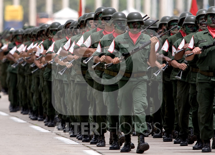 Venezuelan reserve troop soldiers march during a military parade in Caracas, Venezuela, on Wednesday, Jul. 05, 2006. The military parade was to celebrate the 195th anniversary of the Venezuelan Independence from Spain. (ALTERPHOTOS/Alvaro Hernandez)
