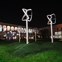 Il FuoriSalone 2010 nelle vie di centrali Milano, Università Statale. Revolution Air di Philippe Starck<br /> <br /> Revolution Air. Philippe Starck installation in State University courtyard in Milan