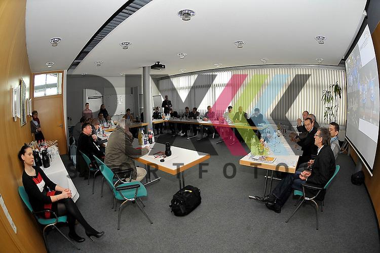 Auf dem Podium Dr. Christian Herbert (GF m3), Andreas Kerber (GF RNV), Dr. Martin Staiger (Publik), Michael Volz (Jubilaeumslaeufer) und Wilfried Raatz (sportlicher Leiter) bei der Pressekonferenz fuer den MLP Marathon 2013.<br /> <br /> Foto &copy; Rhein-Neckar-Picture *** Foto ist honorarpflichtig! *** Auf Anfrage in hoeherer Qualitaet/Aufloesung. Belegexemplar erbeten.