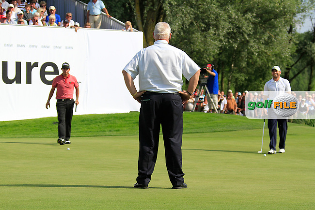 Pablo Larrazabal and Sergio Garcia (ESP) have to ask Chief Referee John Paramor to decide who putts first putt on the 1st playoff  hole the 18th during the Final Day of the BMW International Open at Golf Club Munchen Eichenried, Germany, 26th June 2011 (Photo Eoin Clarke/www.golffile.ie)