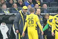 Trainer Juergen Klopp (BVB) regt sich ueber Lukasz Piszczek auf - Eintracht Frankfurt vs. Borussia Dortmund, Commerzbank Arena