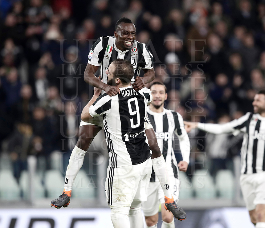 Calcio, Serie A: Juventus - Atalanta, Torino, Allianz Stadium, 14 marzo 2018. <br /> Juventus' Blaise Matuidi (l) celebrates after scoring with his teammate Gonzalo Higuain (r) during the Italian Serie A football match between Juventus and Atalanta at Torino's Allianz stadium, March 14, 2018.<br /> UPDATE IMAGES PRESS/Isabella Bonotto