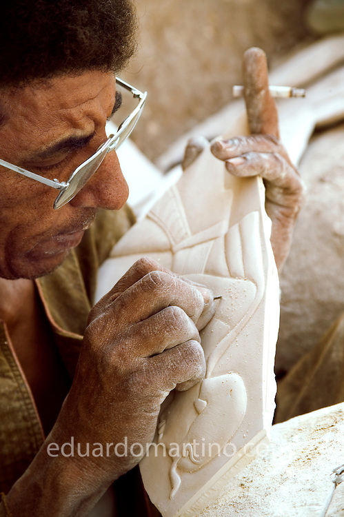 The Ahmeds are a family of artists; they have been living and working in Qurna for generations; they make typical Pharaonic handcraft to sell to tourists visiting their village. Qurna, Luxor, Egypt..Photo: Eduardo Martino