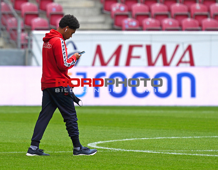 Fussball - 1. BL - 1. FSV Mainz 05 - SV Werder Bremen - 20.06.2020,<br />Philipp Mwene (M05),<br /><br />Bildnachweis: hasan bratic/rscp-photo<br /><br />DFL regulations prohibit any use of photographs as image sequences and/or quasi-video.<br />EDITORIAL USE ONLY.<br />National and international News-Agencies OUT.<br /><br /><br />  DFL REGULATIONS PROHIBIT ANY USE OF PHOTOGRAPHS AS IMAGE SEQUENCES AND OR QUASI VIDEO<br /> EDITORIAL USE ONLY<br /> NATIONAL AND INTERNATIONAL NEWS AGENCIES OUT