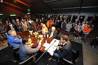 SCHAATSEN: HEERENVEEN: Gemeenteplein, 22-03-2012, Heerenveen Holland House, Het Schaatscafé, sportpresentator Wilfred Genee praat met Marianne Timmer, Riemer van der Velde, Jan Ykema en Burgemeester Tjeerd van der Zwan over de hoogtepunten van de dag en de dag van morgen, ©foto Martin de Jong