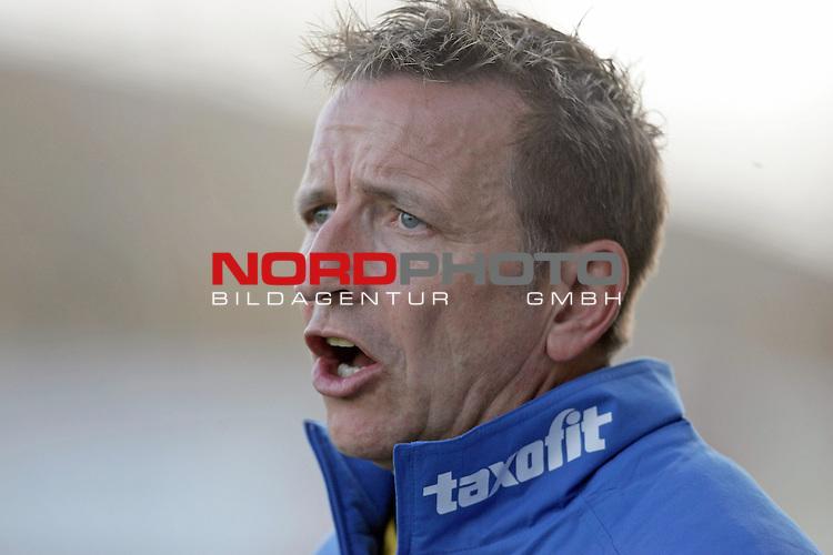 RLN  2006/2007 - 17. Spieltag - <br /> Kickers Emden vs Dynamo Dresden (gelb )<br /> <br /> Trainer Dresden Norbert Meier<br /> <br /> <br /> Foto &copy; nordphoto <br /> <br /> <br /> <br />  *** Local Caption ***
