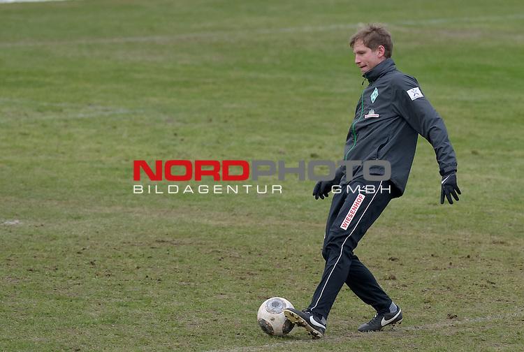 04.02.2014, Trainingsgelaende, Bremen, GER, 1.FBL, Training Werder Bremen, im Bild Per Jaekel (Videoanalyse)<br /> <br /> Foto &copy; nordphoto / Frisch