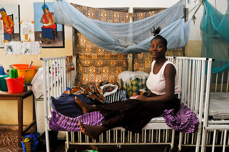 Woman with her baby boy in the maternity ward at Kenema Government Hospital. (Mother's name: Fatmata Mansaray. Age: 17 years. Baby's name: Kenie Mansaray. Age: 1 month). Sierra Leone. Photo taken March 26, 2010.