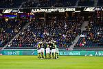Solna 2013-09-30 Fotboll Allsvenskan AIK - &Ouml;sters IF :  <br /> AIK apelare samlas i en ring innan avspark<br /> (Foto: Kenta J&ouml;nsson) Nyckelord:  inomhus interi&ouml;r interior l&auml;ktare