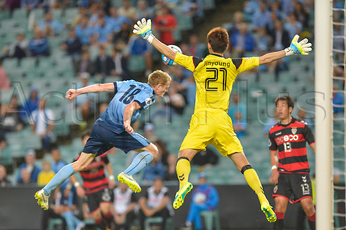 05.04.2016. Sydney Football Stadium, Sydney, Australia. AFC Champions League. Sydney versus Pohang Steelers. Sydney forward Matt Simon heads for goal as Pohang goalkeeper Kim Jin-young spreads his body. Sydney won the game by a score of 1-0.