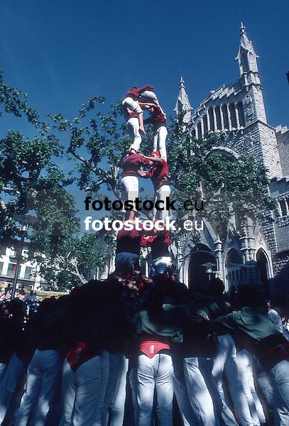 Castellers &quot;Alilots de Levant&quot;<br /> <br /> Human tower of the group Alilots de Levant<br /> <br /> Menschenturm der GRuppe Alilots de Levant<br /> <br /> 2567 x 1742 px