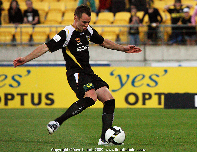Shane Smeltz scores from the spot during the A-League match between Wellington Phoenix and Newcastle Jets at Westpac Stadium, Wellington, New Zealand on Sunday, 4 January 2009. Photo: Dave Lintott / lintottphoto.co.nz
