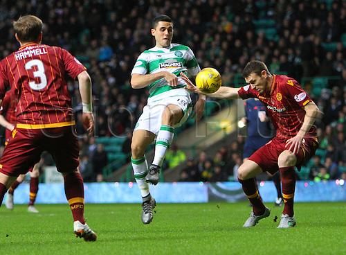 19.12.2015. Celtic Park, Glasgow, Scotland. Scottish Premier League. Celtic versus Motherwell. Stephen McManus challenges Tom Rogic
