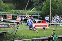 FIERLJEPPEN: BURGUM: Accommodatie 'De Jint', Ljeppersklup Burgum, 23-07-2012, 1e Klas wedstrijd, Senioren Topklasse, Bart Helmholt (#97)) springt een seizoensrecord van 21,18m, ©foto Martin de Jong