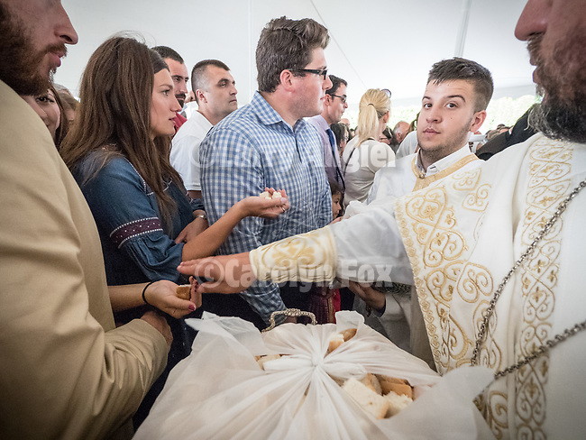 Distribution of the blessed bread (antidorn), Patriarchal Divine Liturgy service with His Holiness Irinej to venerate and glorify the relics of St. Mardarije of Libertyville, St. Sava Monastery Church<br /> <br /> #NGMWADiocese<br /> #GlorificationStMardarije, #Chicago, #PatriarchIrinej, #MetropolitanAmphiloije<br /> #SerbianOrthodoxChurch<br /> #www.stsavamonastery.org