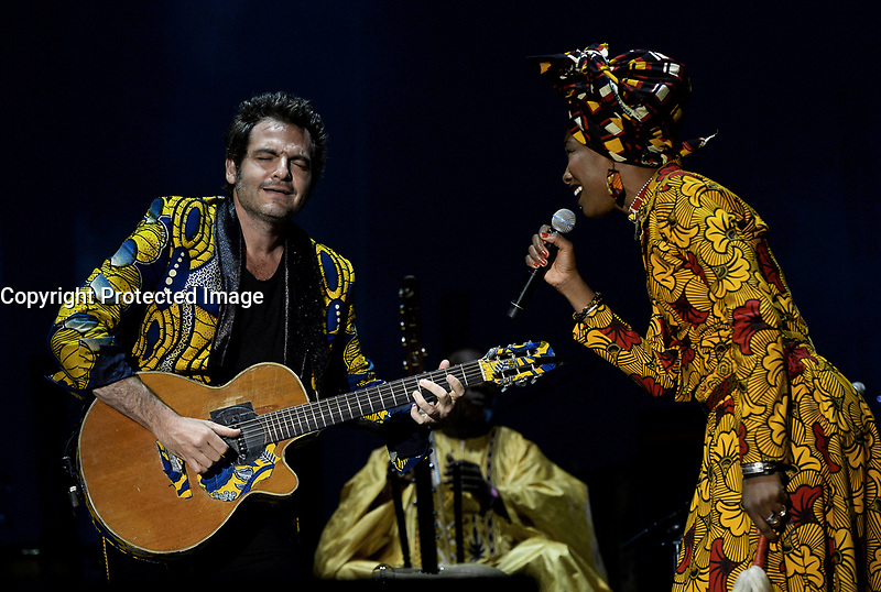 Lamomali (Matthieu 'M' Chedid accompagné de Toumani et Sidiki Diabaté et Fatoumata Diawara) - Solidays 2017 à l'hippodrome de Longchamp