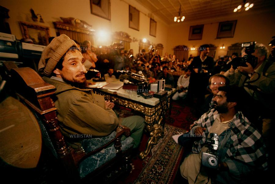 Afghanistan, Kabul, Prime Minister's office, 1992. <br /> <br /> In the Prime Minister's office, where Massoud has his first Press conference after the taking of the city by the Mujahideen on April 1992, to prepare for the future. <br /> <br /> <br /> Afghanistan, Kaboul, Bureau du Premier ministre, 1992.<br /> <br /> Dans le bureau du Premier ministre, Massoud donne sa premiere conference de presse apres la prise de Kaboul par les Moudjahidin  en avril 1992, pour la reconstruction de l'Afghanistan.