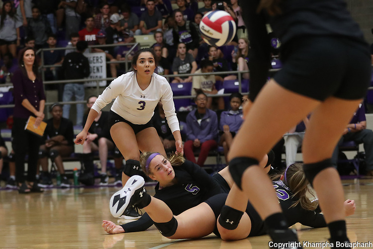 Chisholm Trail loses to Decatur 3-0 in high school volleyball in Fort Worth on Tuesday, September 5, 2017. (photo by Khampha Bouaphanh)