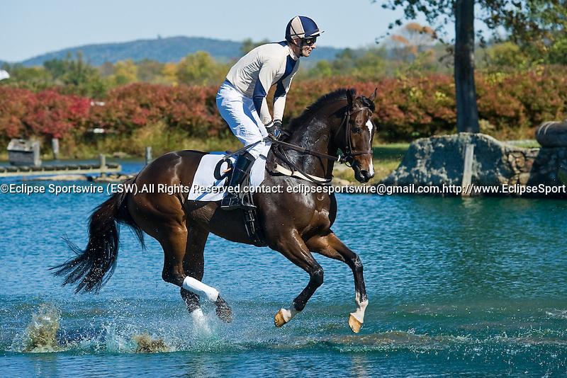 16 October 2010:   Sand Box Rules and Chris Read (1st) in the water at the Steeplethon at the International Gold Cup in The Plains, Va. Sand Box Rules is owned by Kinross Farm and trained by Neil Morris.  Susan M. Carter/Eclipse Sportswire