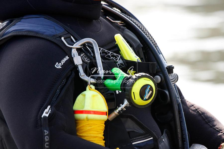 Scuba diver body equipment lake rope regulator rescue man Greifenhagen 710-6221 CD1131