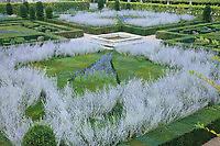 """France, Jardins du château de Villandry, au premier plan le """"Jardin dornement 2e salon"""" (topiaires de buis et ifs, sauges, Perowskia) // France, Gardens of Villandry castle, in the foreground the """"Music Garden"""" (topiary yews and boxwood, salvia, Perowskia)"""