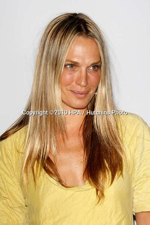 Molly Sims.arriving at the Calvin Klein collection and LOS ANGELES NOMADIC DIVISION Present a Celebration of L.A. ARTS MONTH.Calvin Klein Store.Los Angeles, CA.January 28, 2010.©2010 HPA / Hutchins Photo....