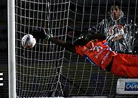 BOGOTA - COLOMBIA, 28–04-2018: Geovanni  Banguera, guardameta de Atlético Huila, se lanza por el balón, durante partido de la fecha 18 entre Millonarios y Atlético Huila, por la Liga Aguila I 2018, jugado en el estadio Nemesio Camacho El Campin de la ciudad de Bogota. / Geovanni  Banguera, goalkeeper of Atlético Huila, dives for the ball, during a match of the 18th date between Millonarios and Atlético Huila,  for the Liga Aguila I 2018 played at the Nemesio Camacho El Campin Stadium in Bogota city, Photo: VizzorImage / Luis Ramírez / Staff.