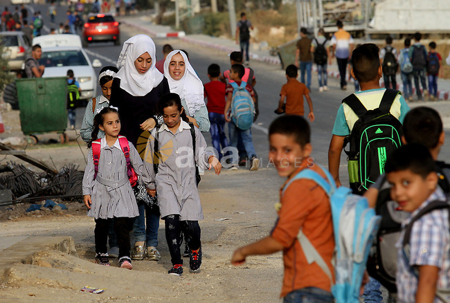 Palestinian students return back to their school in the morning of the first day of the new year study, in the West Bank city of Nablus, on August 28, 2016. Photo by Nedal Eshtayah
