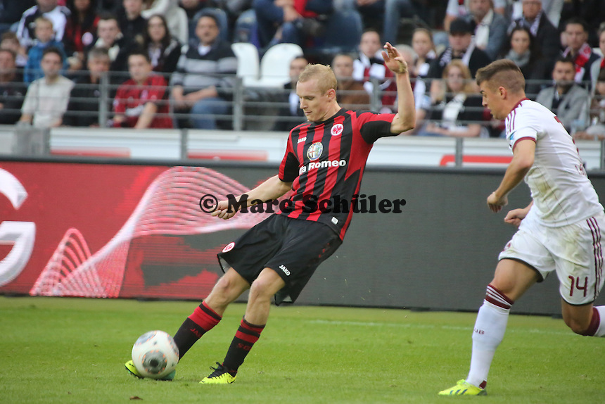 Sebastian Jung (Eintracht) gegen Robert Mak (Nürnberg) - Eintracht Frankfurt vs. 1. FC Nuernberg,