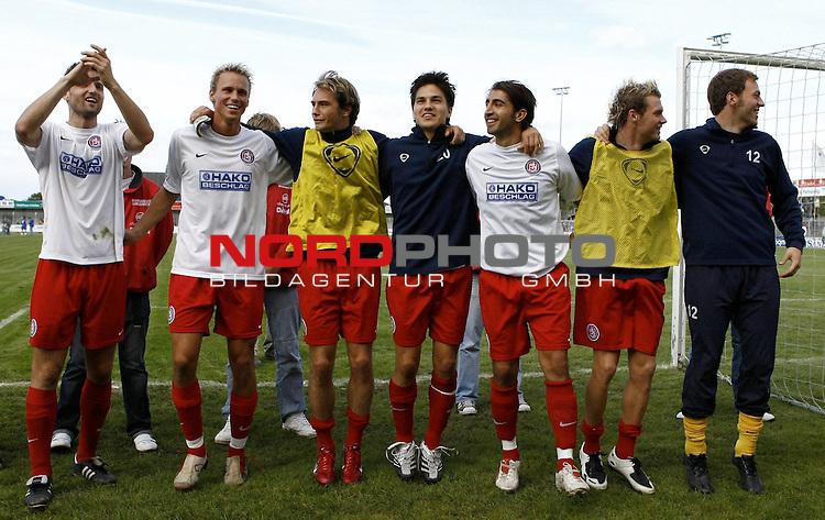 RLN 2007/2008 6. Spieltag Hinrunde<br /> BSV Kickers Emden - Wuppertaler SV Borussia 1:2<br /> Wuppertaler Spieler nach dem 2:1-Sieg<br /> <br /> <br /> Foto &copy; nph (  nordphoto  )<br /> <br /> <br /> <br />  *** Local Caption ***