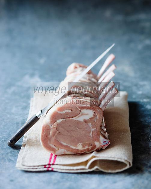Gastronomie: Carré de veau fermier du Limousin, Label Rouge // Gastronomy,  rack of  Limousin farm veal - Stylisme : Valérie LHOMME
