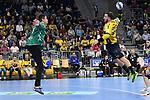 Rhein Neckar Loewe Jannik Kohlbacher (Nr.80) gegen #1 von Gummersbach Carsten Lichtlein beim Spiel in der Handball Bundesliga, Rhein Neckar Loewen - VfL Gummersbach.<br /> <br /> Foto &copy; PIX-Sportfotos *** Foto ist honorarpflichtig! *** Auf Anfrage in hoeherer Qualitaet/Aufloesung. Belegexemplar erbeten. Veroeffentlichung ausschliesslich fuer journalistisch-publizistische Zwecke. For editorial use only.