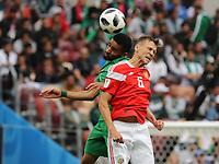 Kopfballduell Mohammed Al-Burayk (Saudi-Arabien) gegen Denis Cheryshev (Russland, Russia) - 14.06.2018: Russland vs. Saudi Arabien, Eröffnungsspiel der WM2018, Luzhniki Stadium Moskau