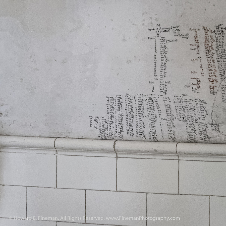 Weight record on Hemingway's bathroom wall