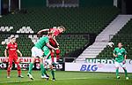 Tor 1:3: Mitchell Weiser (Leverkusen) trifft gegen Kevin Vogt (Bremen).<br /><br />Sport: Fussball: 1. Bundesliga: Saison 19/20: 26. Spieltag: SV Werder Bremen - Bayer 04 Leverkusen, 18.05.2020<br /><br />Foto: Marvin Ibo GŸngšr/GES /Pool / via gumzmedia / nordphoto