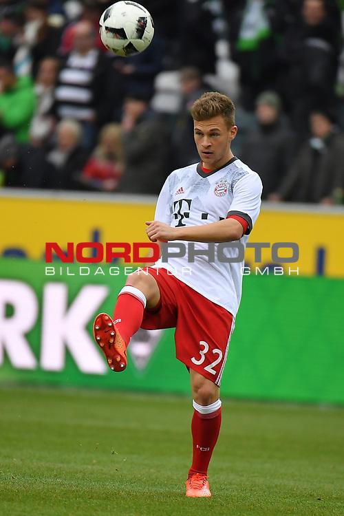 19.03.2017, Borussia-Park, Moenchengladbach, GER, 1.FBL., Borussia M&ouml;nchengladbach. vs. FC Bayern Muenchen<br /> <br /> im Bild / picture shows: <br /> Joshua Kimmich (FC Bayern Muenchen #32),Hochformat,Einzelaktion, Ganzk&ouml;rper / Ganzkoerper, <br /> <br /> <br /> Foto &copy; nordphoto / Meuter